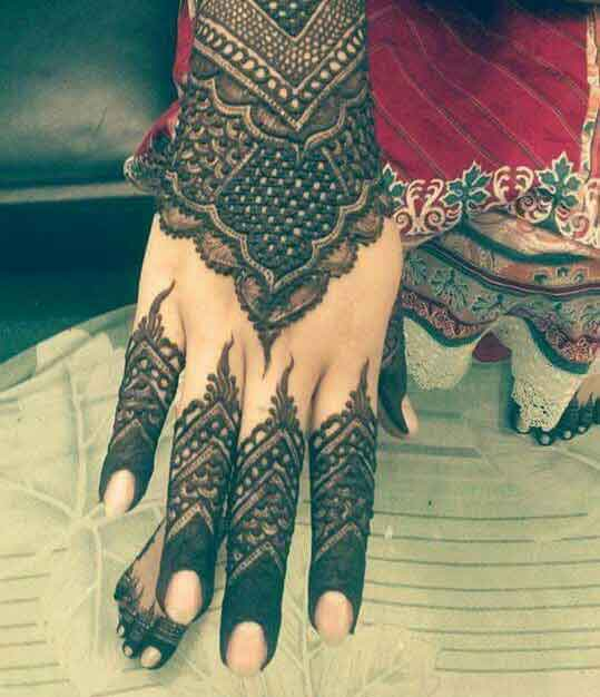 Latest back hand mehndi styles for engagement