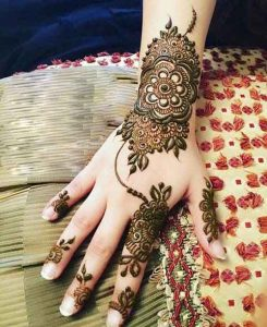Latest simple back hand mehndi designs for engagement