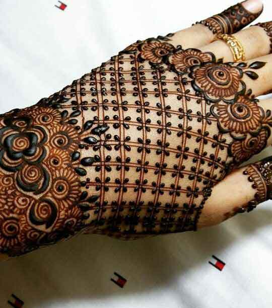 Best engagement mehndi designs for back hands