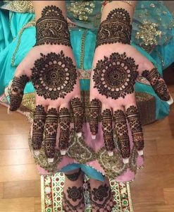 Gol tikka mehndi designs for bride engagement