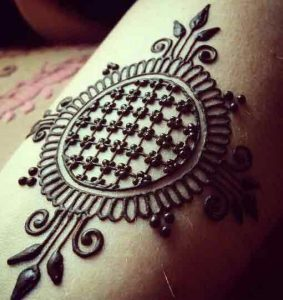Simple gol tikki engagement mehndi designs