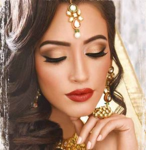 Simple golden makeup ideas with golden dress
