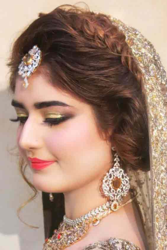 Latest Pakistani engagement makeup for grey dress color