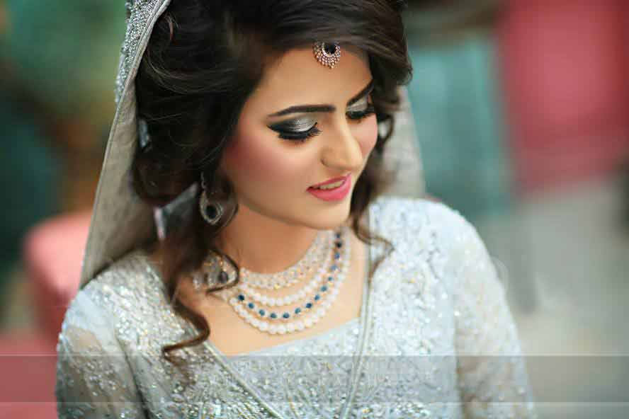 Latest Pakistani engagement makeup for ash grey dress color