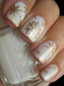 Best white and golden floral nail art designs for engagement