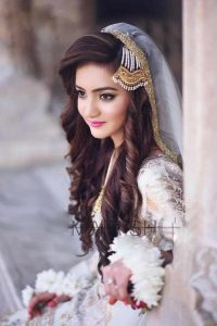 Long curly hairstyle with jhoomar and dupatta for engagement brides