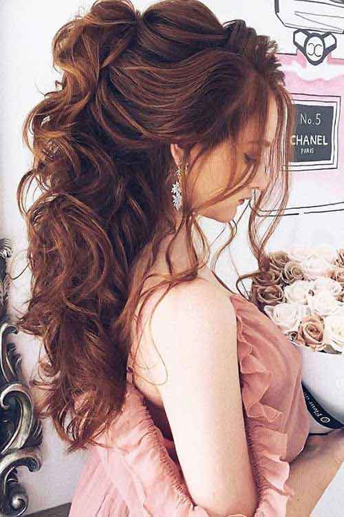 Volumized loose waves hairstyles for Pakistani engagement brides