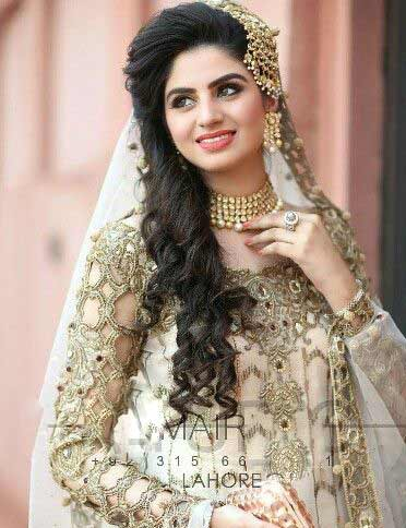 Side curls with jhoomar hairstyles for Pakistani brides