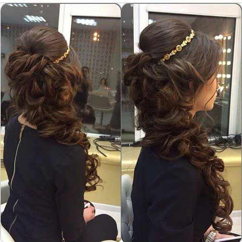 Side curls with crown hairstyle for Pakistani brides