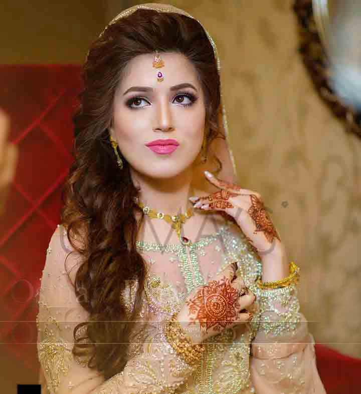 27 Gorgeous Wedding Hairstyles For Long Hair For 2020: Pakistani Engagement Hairstyles For Brides In 2020