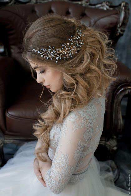 Side swept curls with hair accessories hairstyles for Pakistani brides