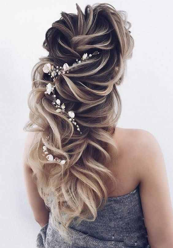 Twisted waves with hair jewelry hairstyle for Pakistani brides