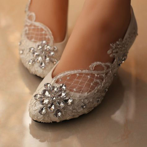 Beautiful pearls flat for brides