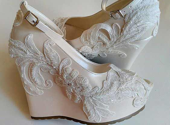 Beautiful pearls wedges for Pakistani brides