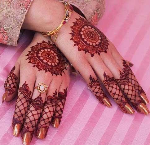 Back hand gol tikki mehndi designs for bridals