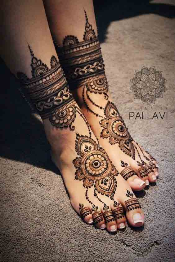 Decent foot mehndi designs for brides
