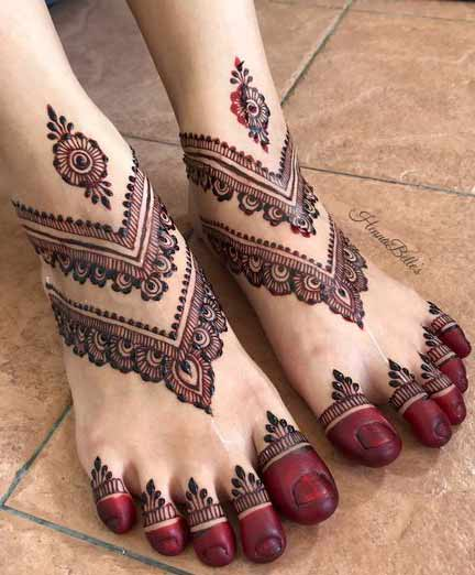 Minimal foot mehndi designs for bridals