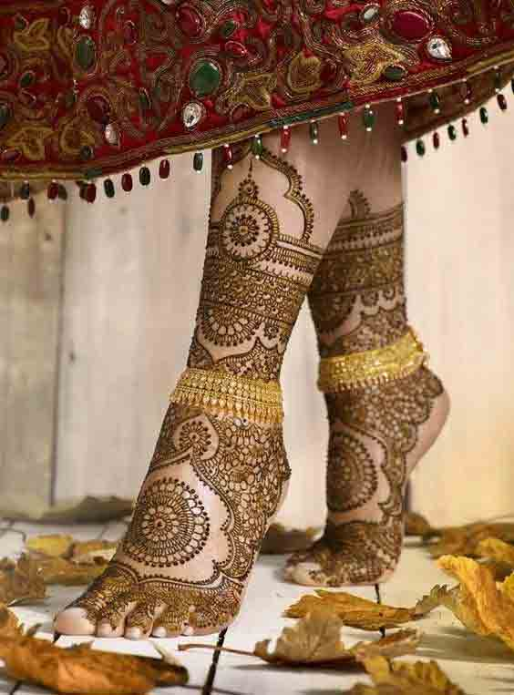 Full foot and leg mehndi designs for wedding bride