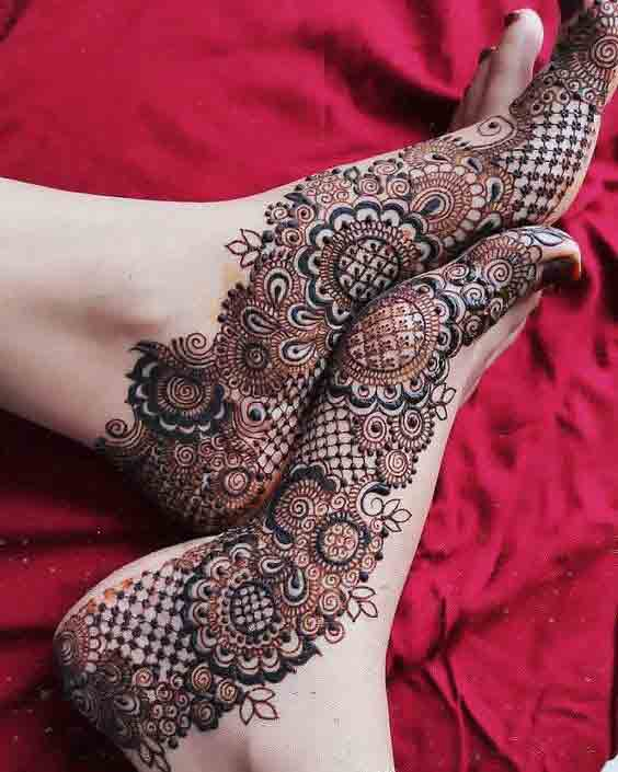 Side floral bridal mehndi design for foot