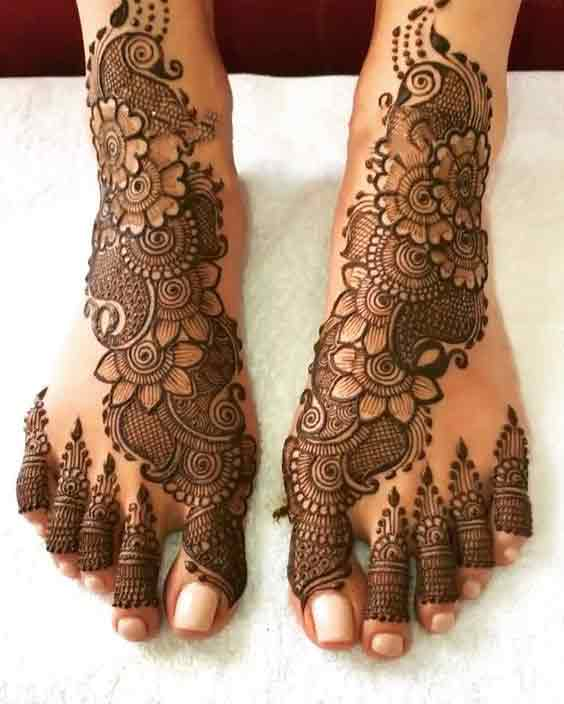Beautiful floral mehndi design for foot